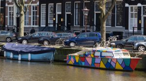 20160501_amsterdam_boat_colorful_0001